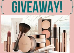 Look at this Amazing Make up set you can win!!! Love it!!